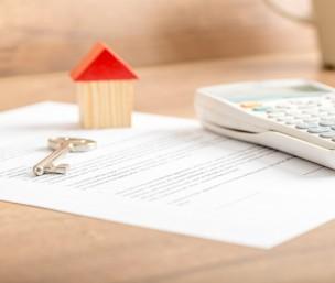 Signature d'un contrat de construction de maison individuelle